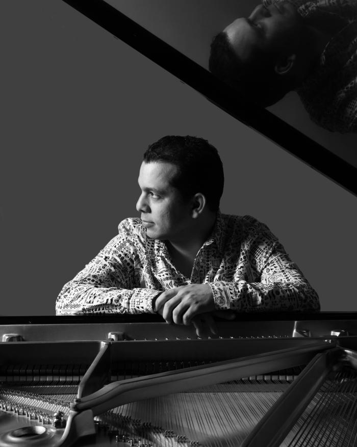 El músico cubano César Orozco. Fotografía de Michael G. Stewart