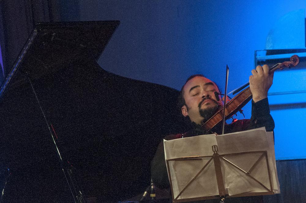 El flautista y compositor venezolano, Omar Acosta, acompañado por el violinista  Alexis Cardenas,el cuatrista Miguel Siso (ganador de un Grammy) ,el contrabajista Leo Rondon,el pianista Jhonny Kotock,el percusionista Carlos Franco y la actuación del tenor venezolano Aquiles Machado, se presentaron en la mítica sala Cafe Berlin,en Madrid, en un concierto interpretando música venezolana en arreglos y composiciones de Acosta, en clave de jazz. Los músicos se presentaron en dos sesiones y el publico hizo cola en la entrada para adquirir los boletos.El flautista y compositor venezolano, Omar Acosta, acompañado por el violinista  Alexis Cardenas,el cuatrista Miguel Siso (ganador de un Grammy) ,el contrabajista Leo Rondon,el pianista Jhonny Kotock,el percusionista Carlos Franco y la actuación del tenor venezolano Aquiles Machado, se presentaron en la mítica sala Cafe Berlin,en Madrid, en el concierto Venezolada Ole Estar,interpretando música venezolana en arreglos y composiciones de Acosta, en clave de jazz. Los músicos se presentaron en dos sesiones y el publico hizo cola en la entrada para adquirir los boletos.