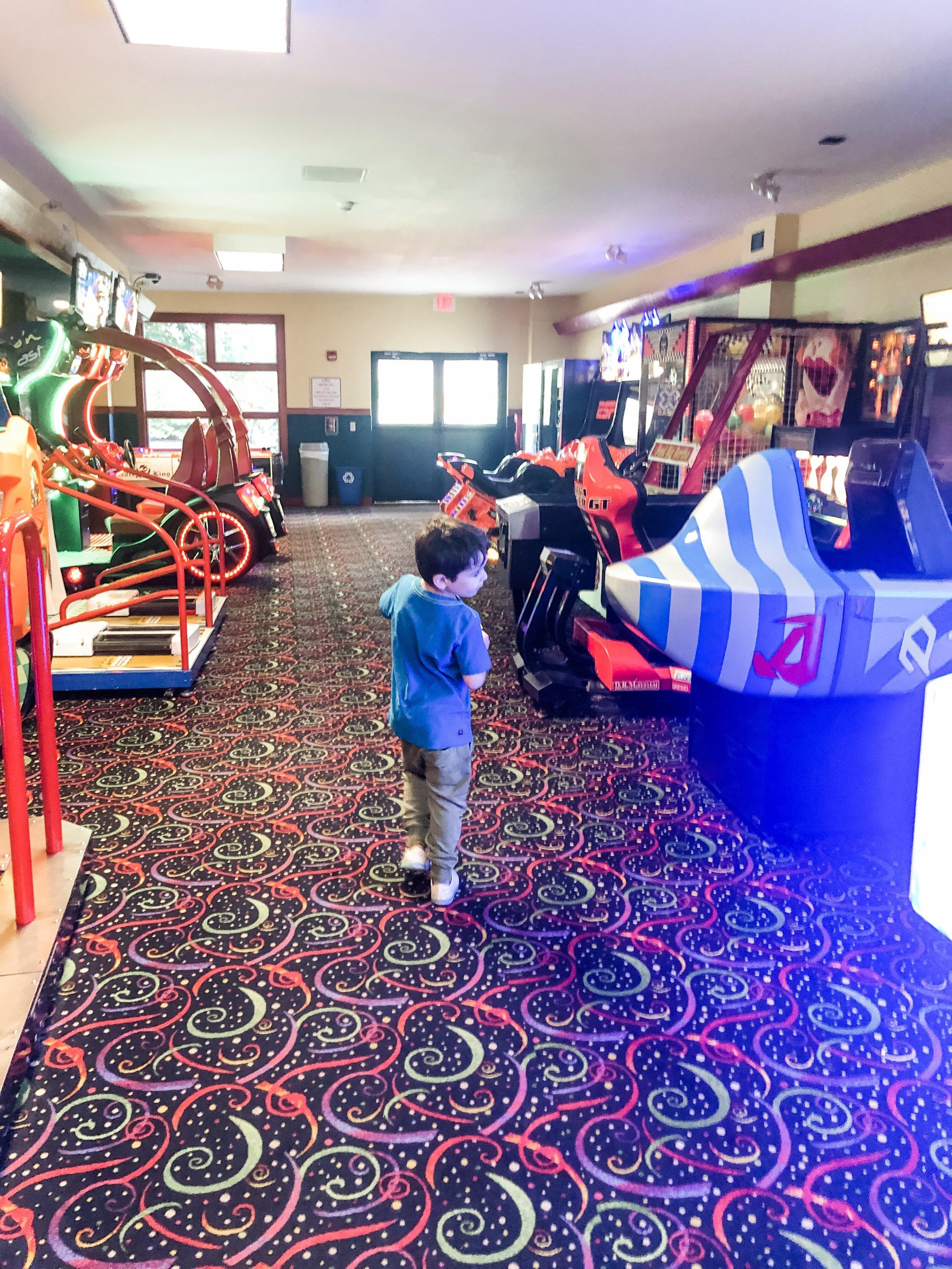 Miriam Cohen Woodloch family  travel  (arcades).jpg