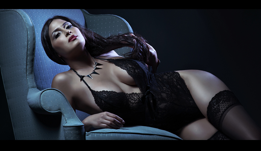 Wanna play with gel lighting? So much fun to add color to your shoot!