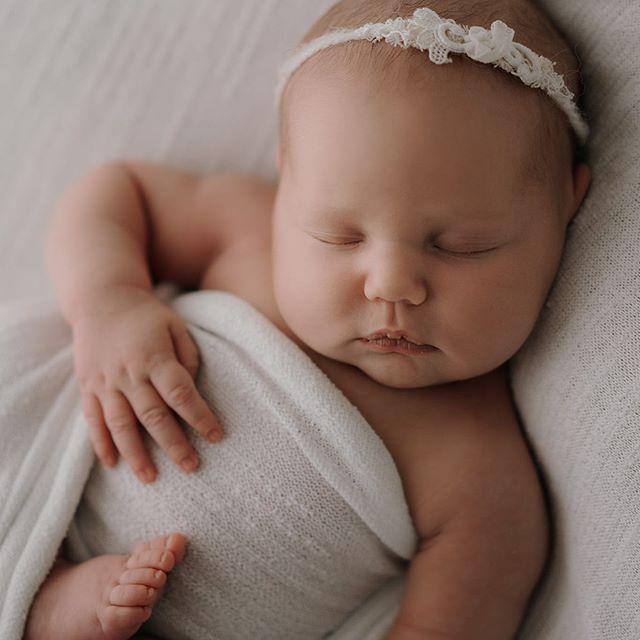 Some Sunday Squishy Newborn goodness #bayofplentyphotographer #rotoruaphotographer #newbornphotography #squishysnuggles #thosecheeksthough #newbornportraits #maternityphotographer #sonynewzealand #babyphotography #backlight #naturalnewborn #naturalnewbornphotography
