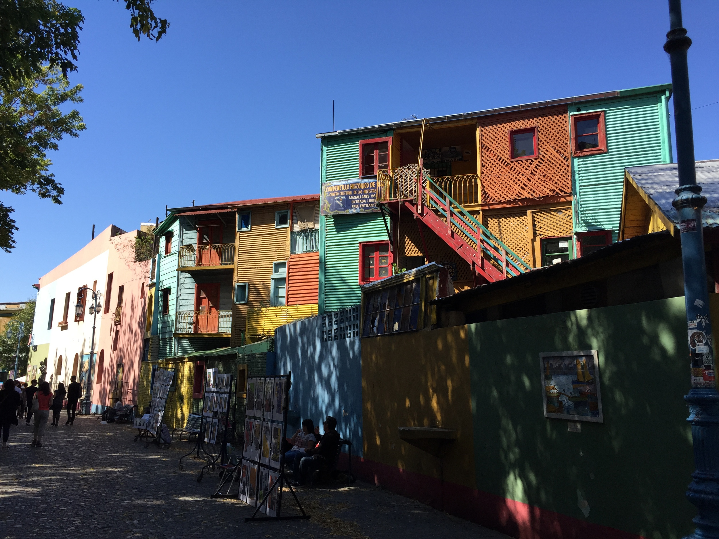 Actually, this is not Florida Street but the birthplace of the Tango called El Plato. I was too scared to look suspicious on Florida Street.