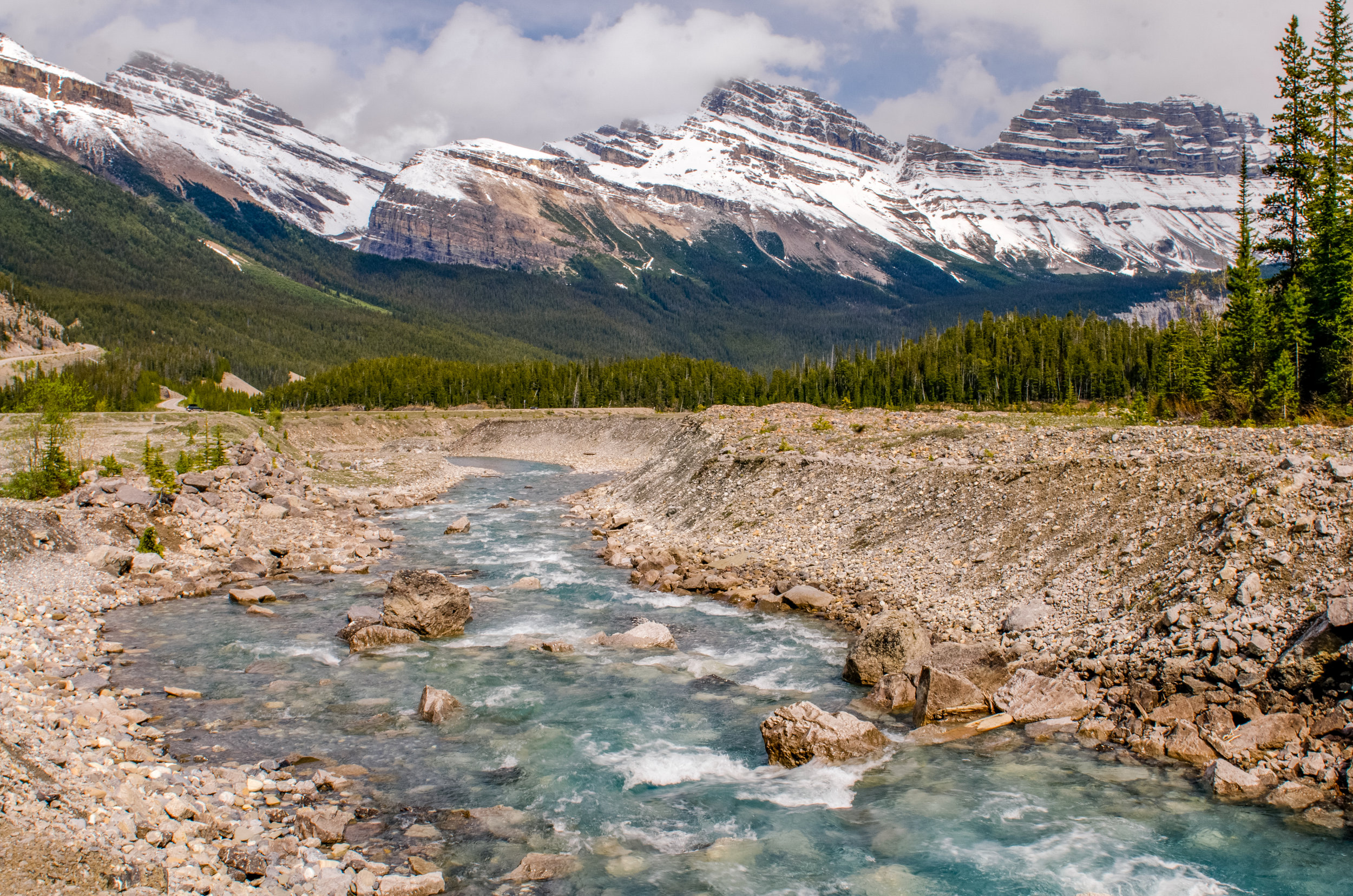 More spectacular views from an unmarked gravel lot along the Icefields Parkway