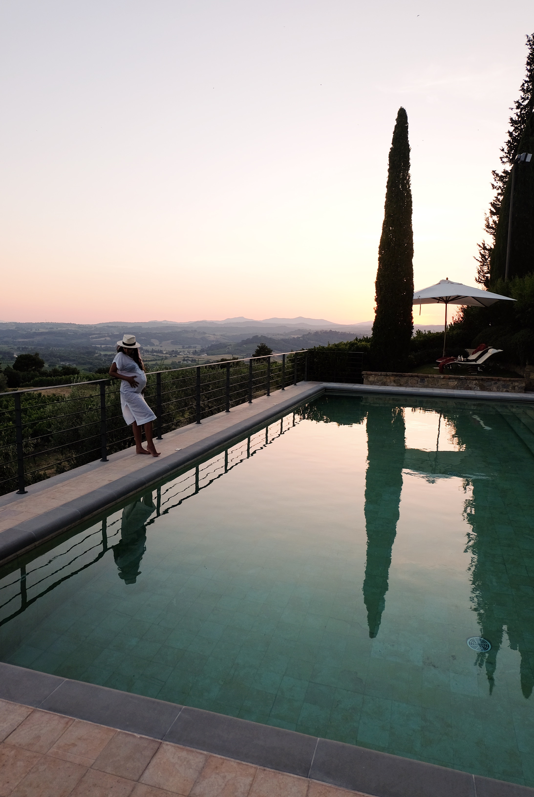 7 months pregnant,    Tuscany    .