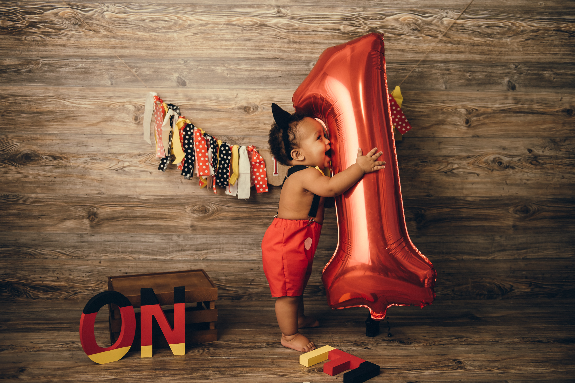 little boy's first birthday pictures, in mickey mouse theme, Indianpolis, IN