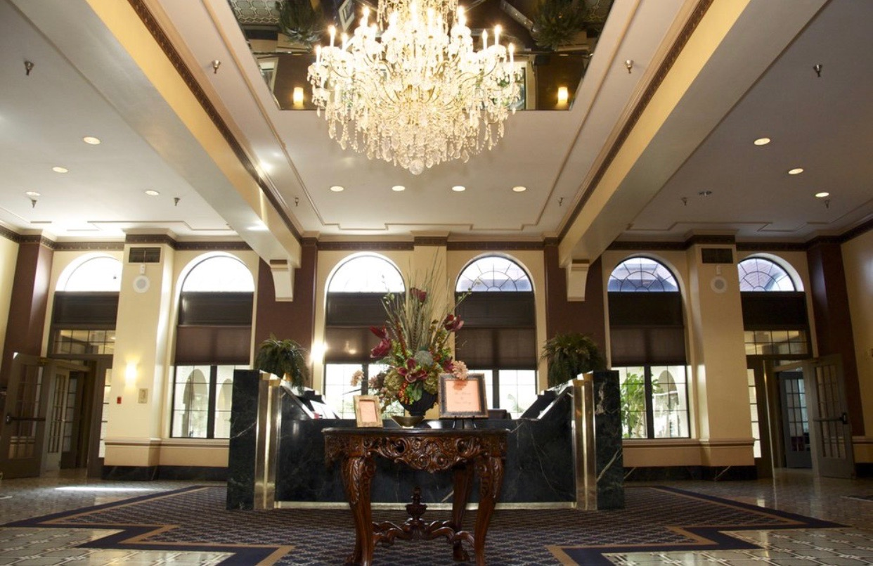 You guys. There's a GRAND LOBBY with a freaking concierge to meet and direct my clients. This is almost too boojie for me to handle. Definitely NOT what I'm used to or ever expected haha.