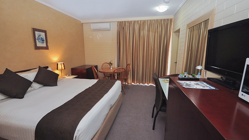 alexander_motel_whyalla_deluxe_king_room