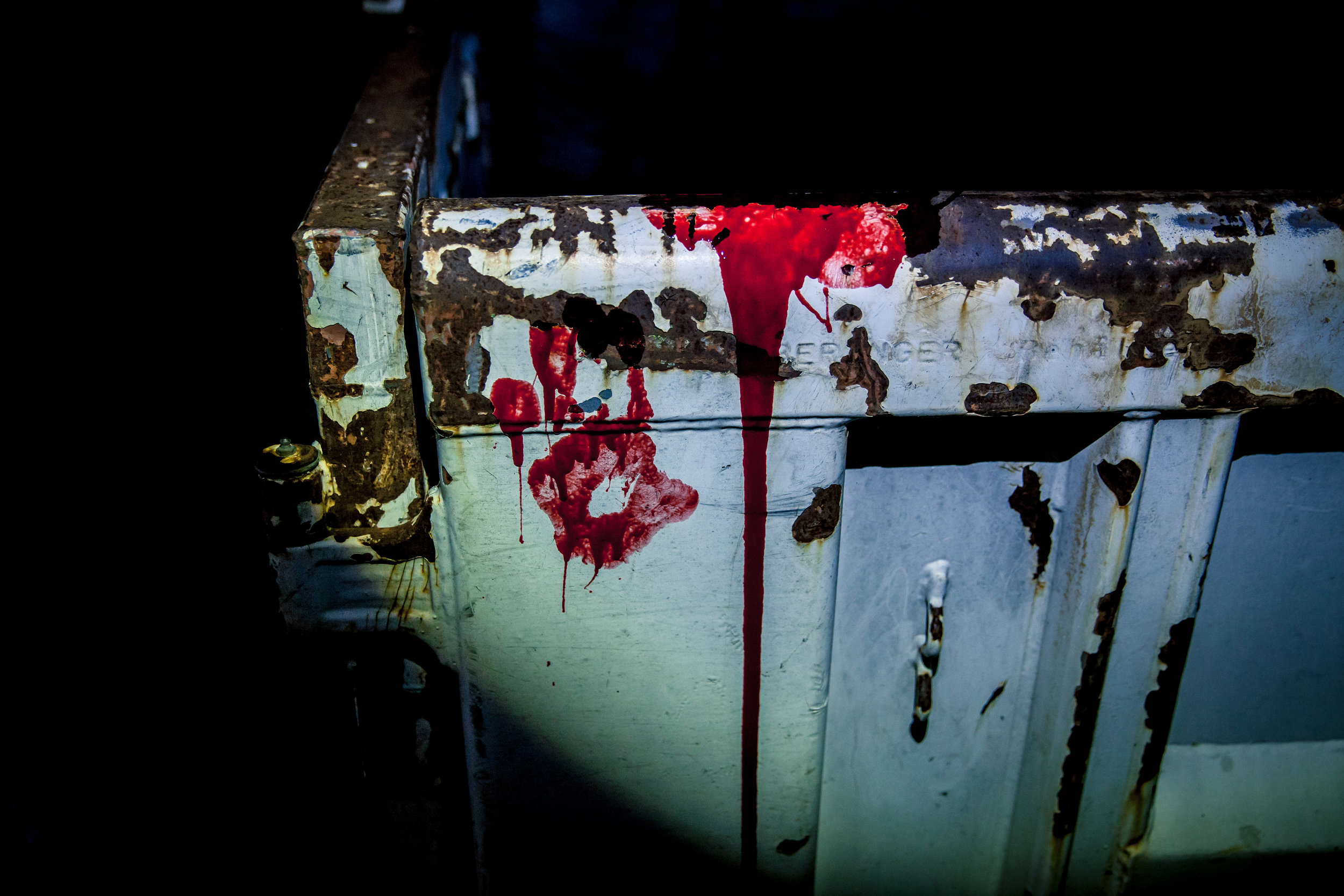 Theater Blut um die Szene noch echter wirken zu lassen...
