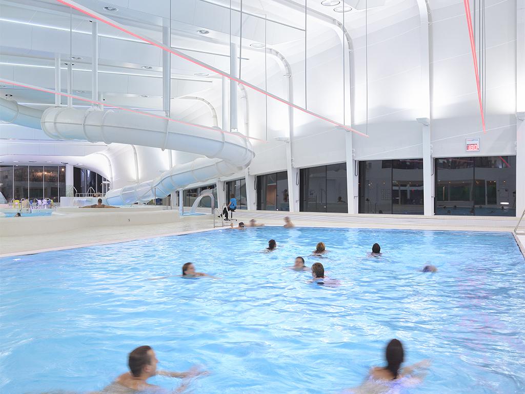 Het splinternieuwe zwembad 'Hofbad' ligt om de hoek
