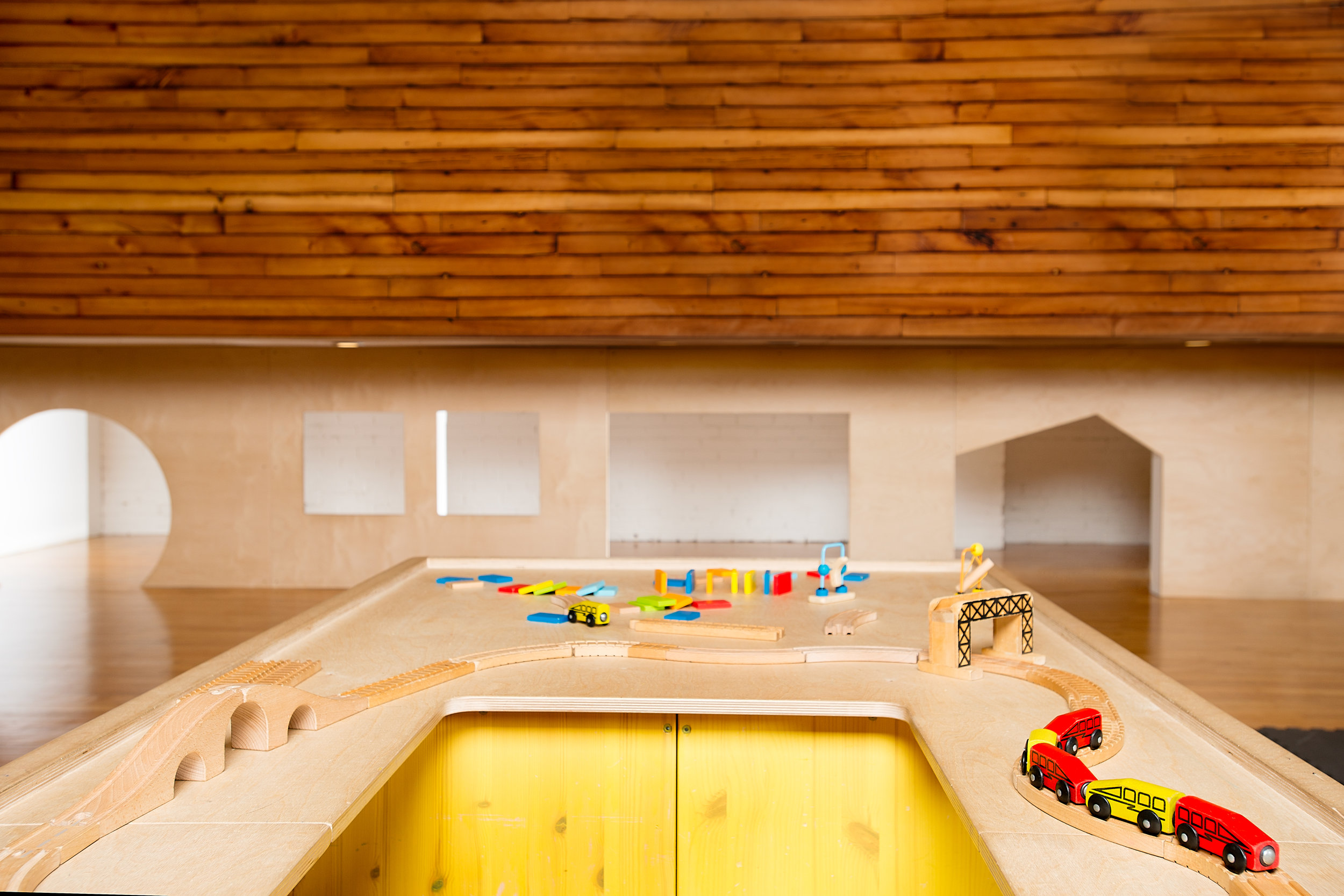 indoor play- train table