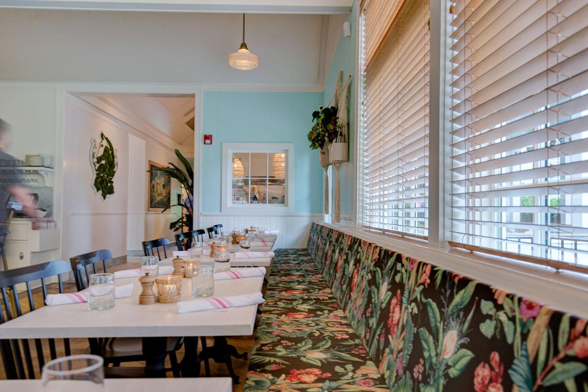 Hamptons_Amagansett_Square_Wolffer_Kitchen_02.jpg