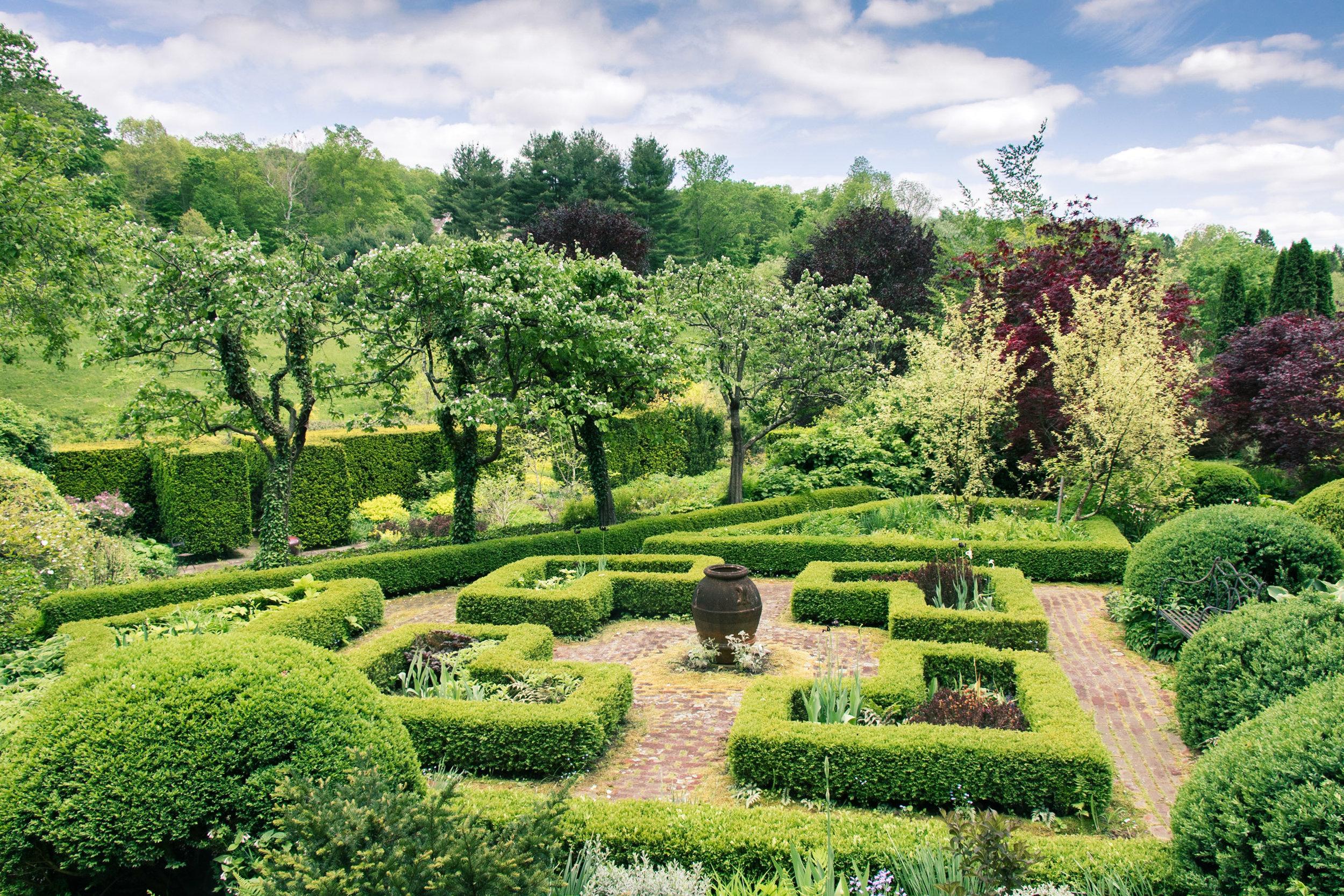 Gray Garden speaks elegantly to tradition, freedom, and flexibility.