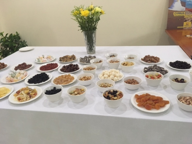 Assortment of nuts and brittles as accompaniments to the wine