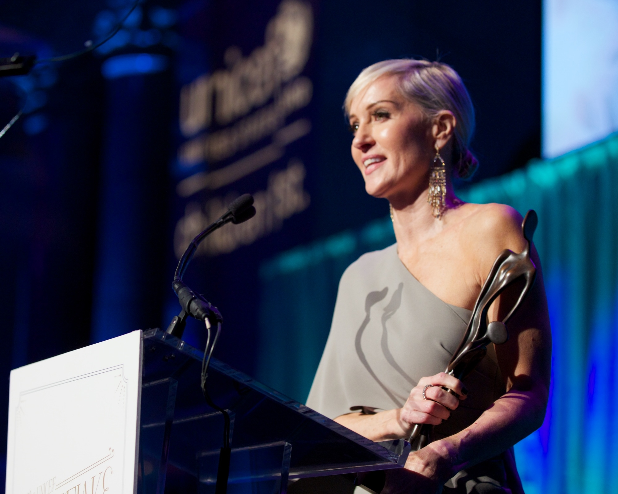 Hilary Gumbel, Recipient of the 2014 Audrey Hepburn Humanitarian Award © 2014 Julie Skarratt Photography Inc./U.S. Fund for UNICEF
