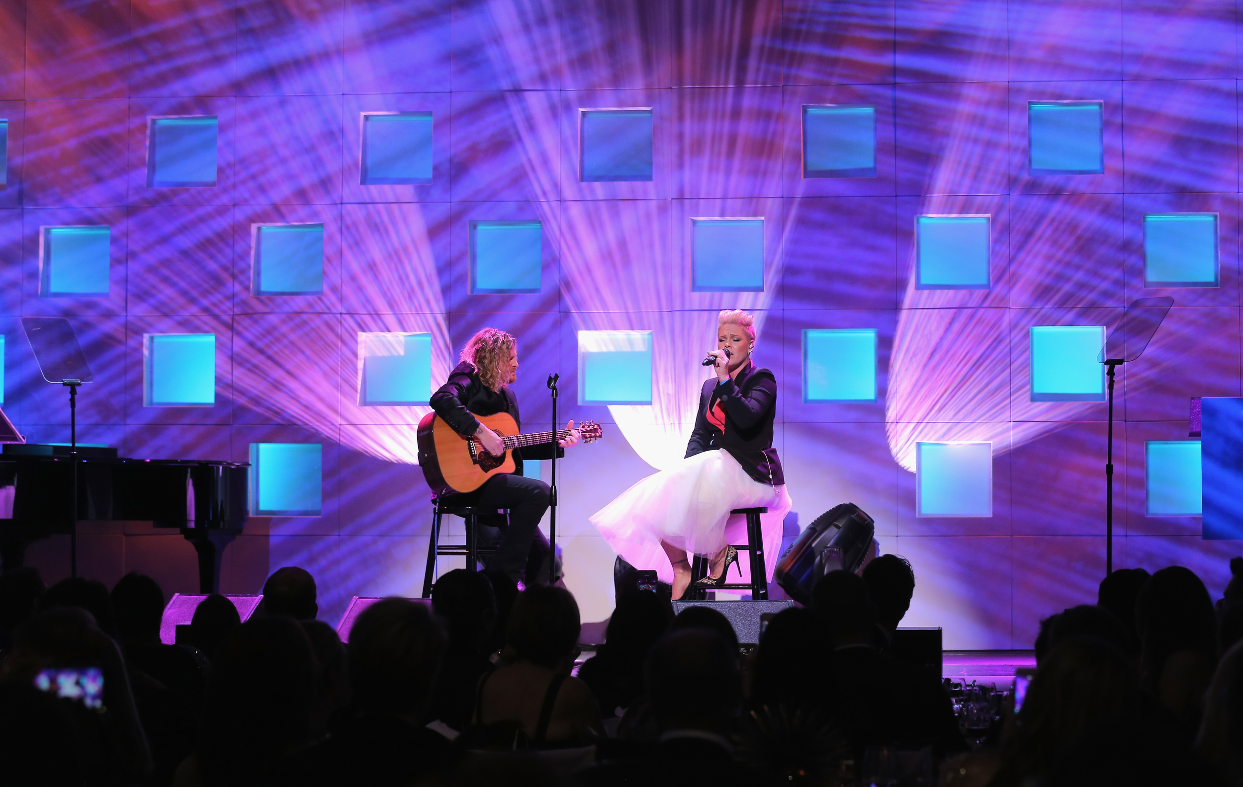 P!nk performs at the 11th Annual UNICEF Snowflake Ball ©2015 Jemal Countess/Getty Images for UNICEF