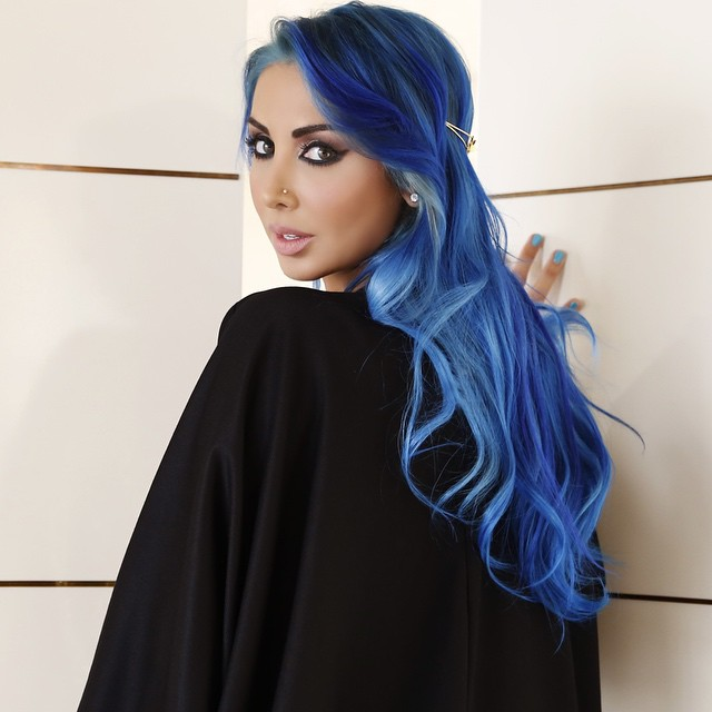 I love strong dark lined eyes teamed up with Abayas 💙 #joellembc1 #BehindTheScenes #hair #extensions #BeautyfullHairExtensions @beautyfullhairextensions #Exclusive @maisondejoelleofficial #Ramadan #shoot #makeup #bluehairdontcare #skyblue #goodnight