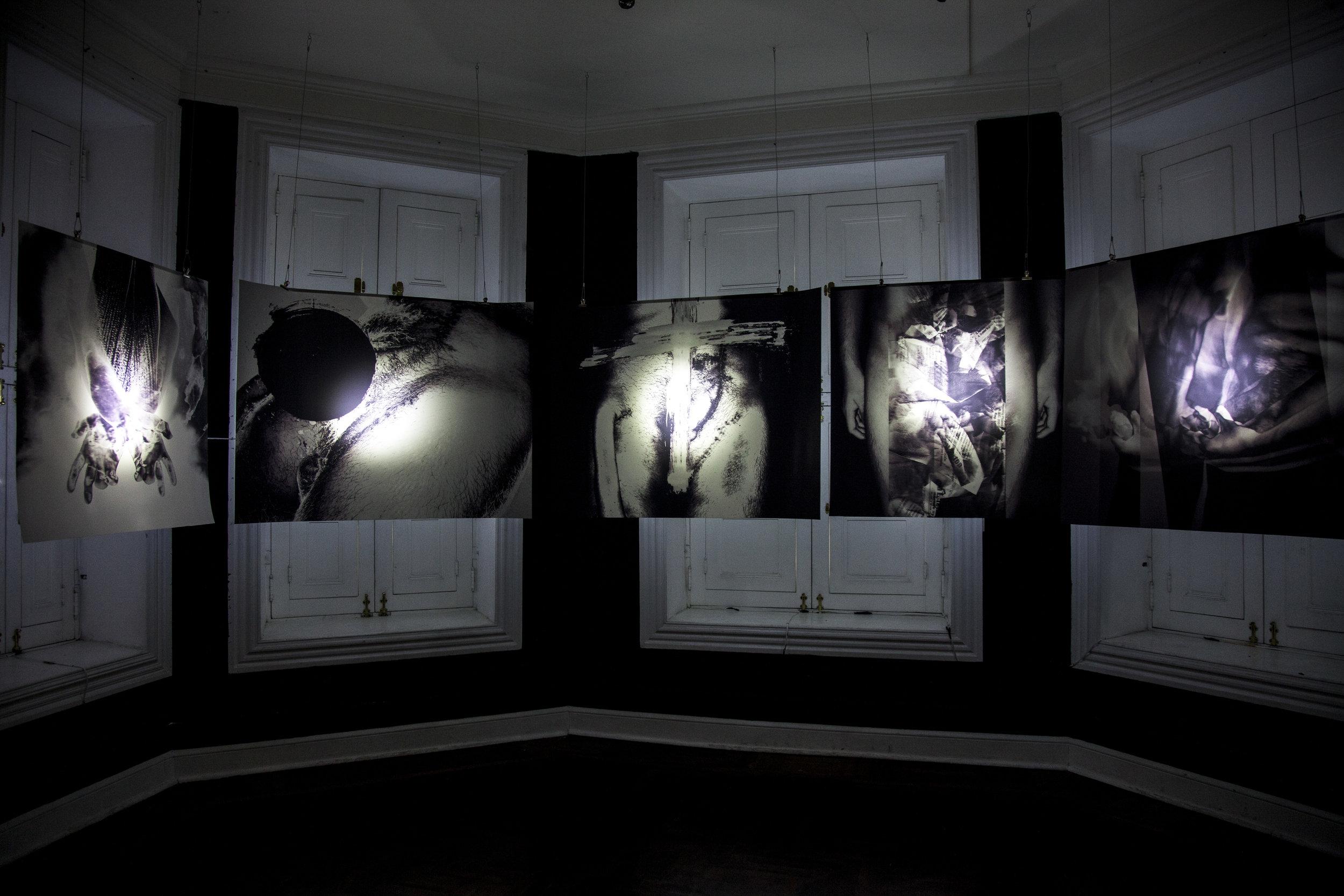 Inauguración de   Cuerpx  , de Marco Pérez, en la galería Espacio 22. Crédito de la fotografía: Handrez García