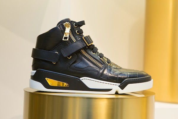 3-Claire-Sulmers-fashion-bomb-daily-versace-sneaker-event-soho.jpg