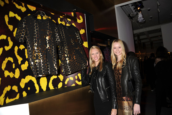 Maud+Welzen+Versace+Unveils+Haas+Brothers+_qz18Dz4YPGl-1.jpg