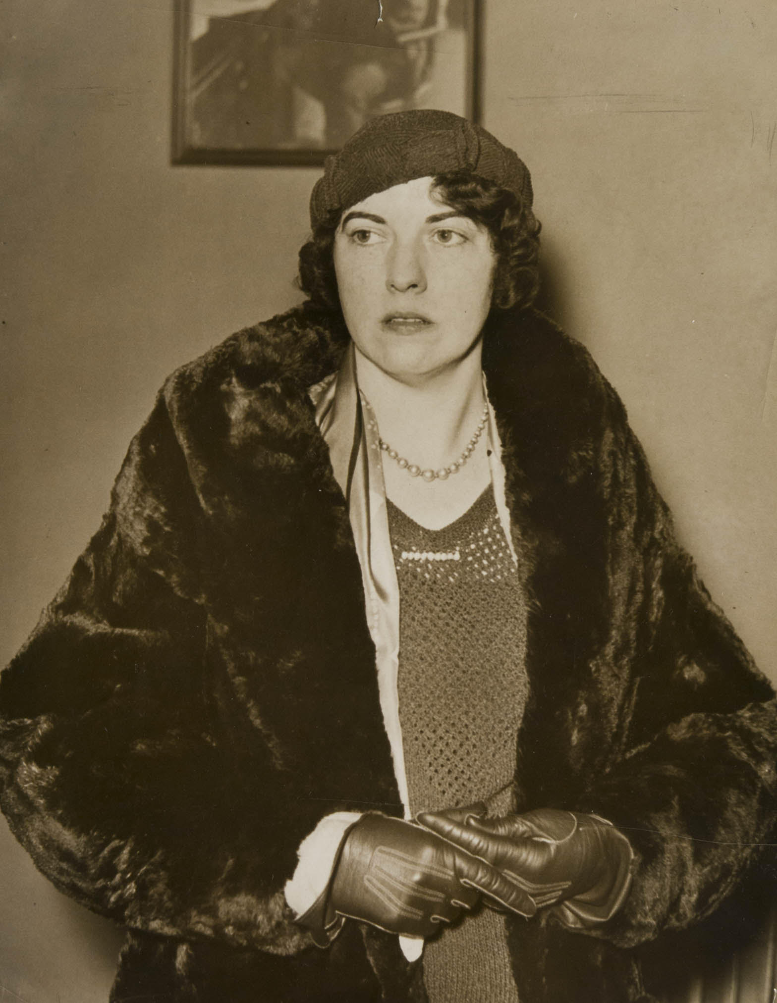 Evelyn Hazen outside courtroom in Covington, KY, 1937 - courtesy Knoxville News Sentinel