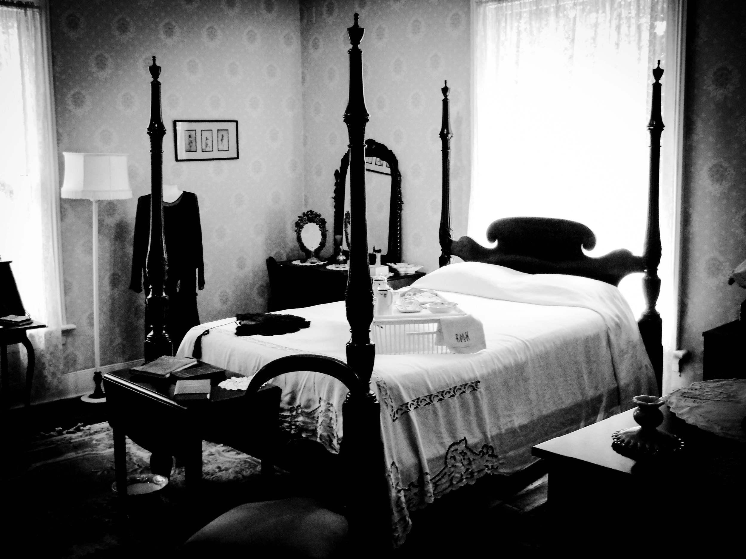 Evelyn Hazen's bedroom, where she claimed to have seen the ghost of Jack McKnight.