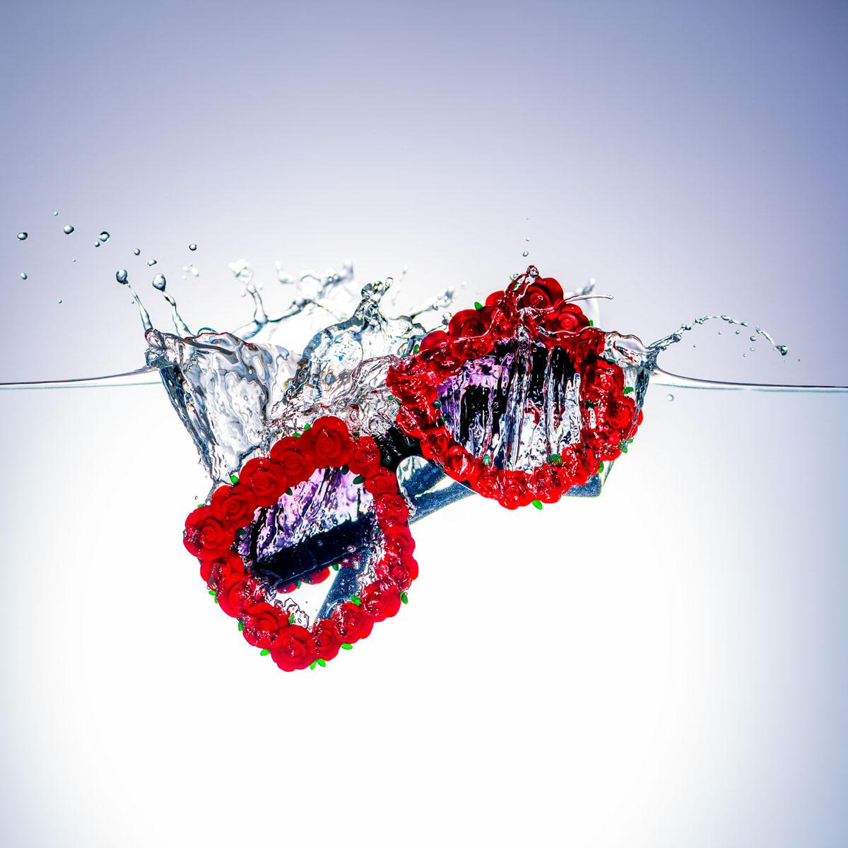 Auf Initiative von Simon haben wir 40 seiner Bilder vergrössern lassen und in unserem Schaufenster ausgestellt. Seine Idee von Brillen im «Spritzwasser» ist brillant, professionell und mit viel Sinn für's Detail umgesetzt. Aus Zusammenarbeiten wie jene mit Simon entsteht für unser Geschäft eine Plattform um auf uns aufmerksam zu machen und uns von Anderen abzuheben.  Pfistergassoptik