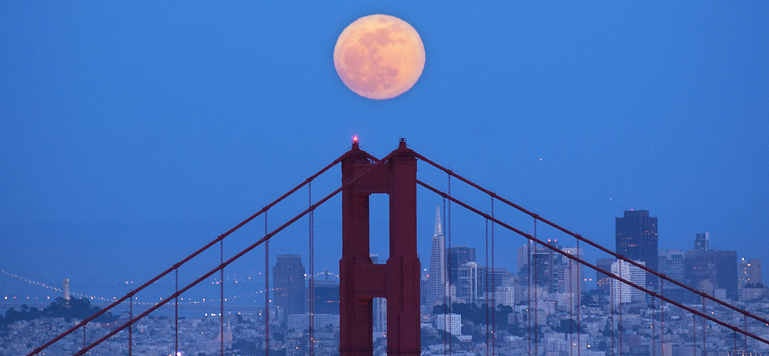 Super Moon over the Golden Gate Bridge. A great example of how good planning, craftsmanship and practice can work together and create spectacular results.