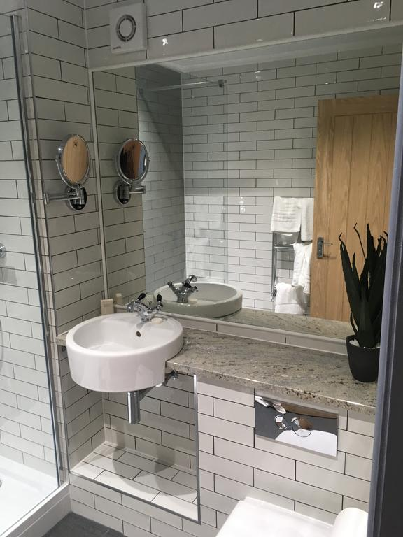 Each of the custom-finished en-suite bathrooms have also been given the design treatment, with contemporary sanitary ware, clean lines and white metro-style tiling.