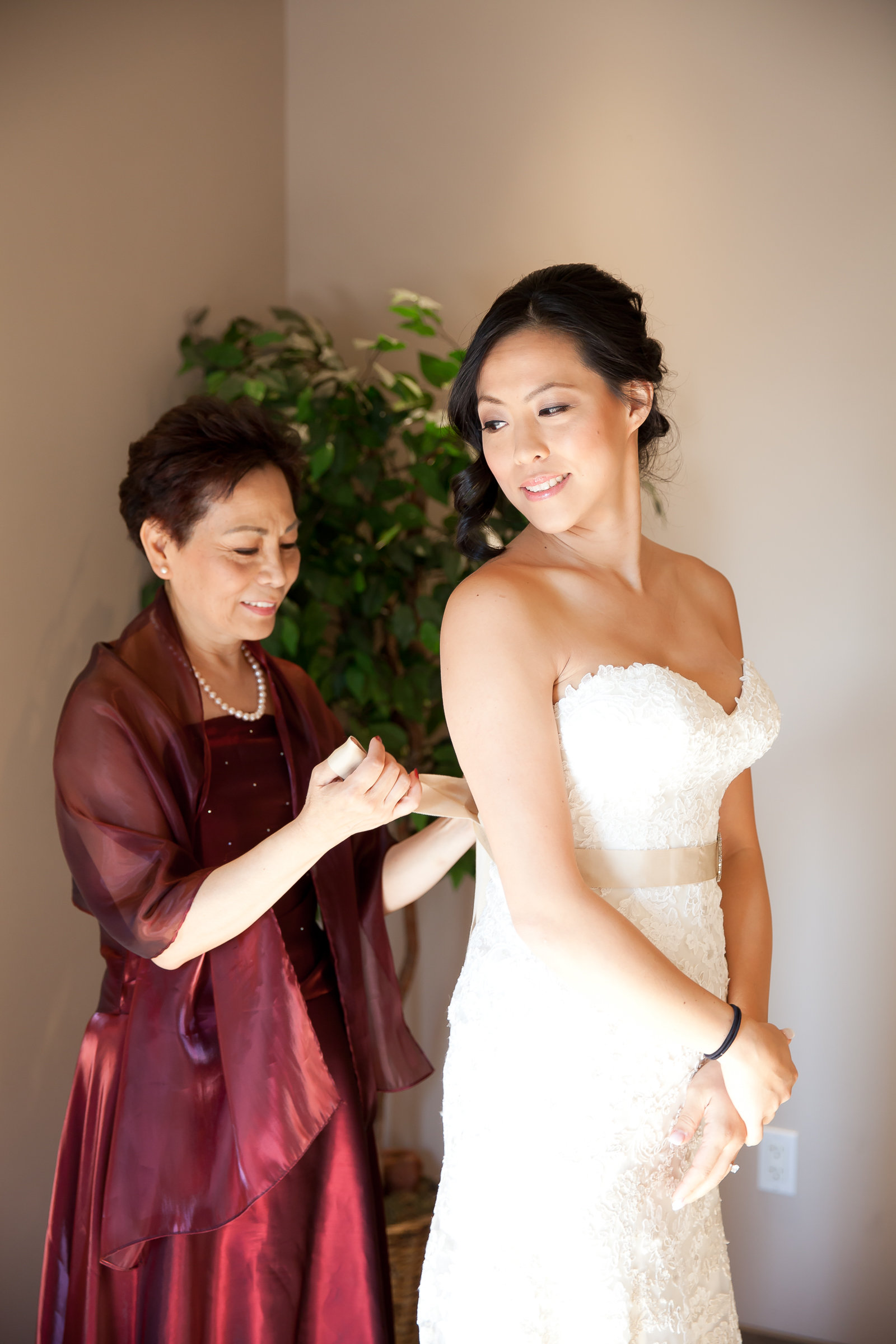 Bride and Mother of the Bride Getting Ready | Michelle Garibay