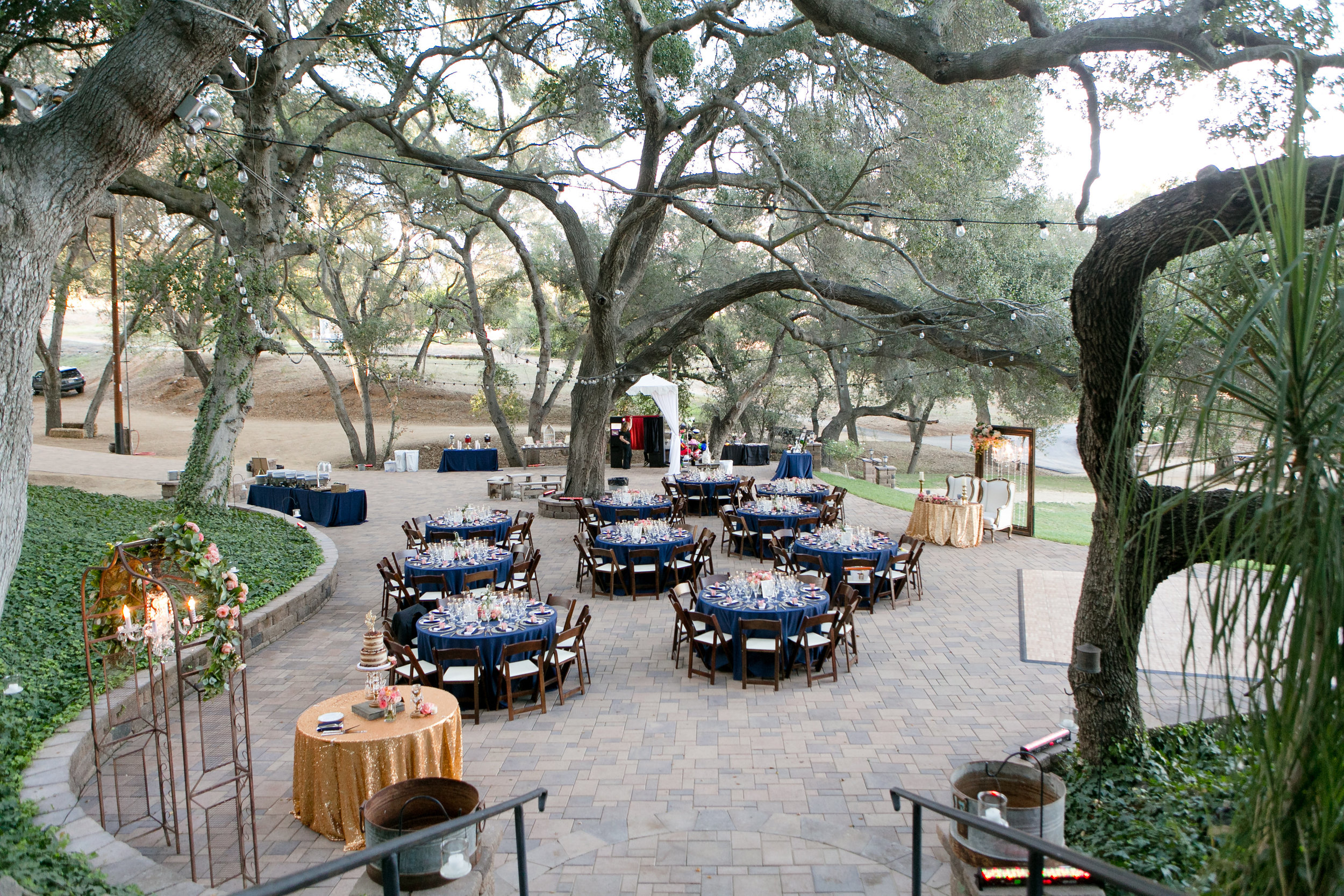 Nautical Glam Wedding in Coral and Navy    Michelle Garibay Events   Circle Oak Ranch