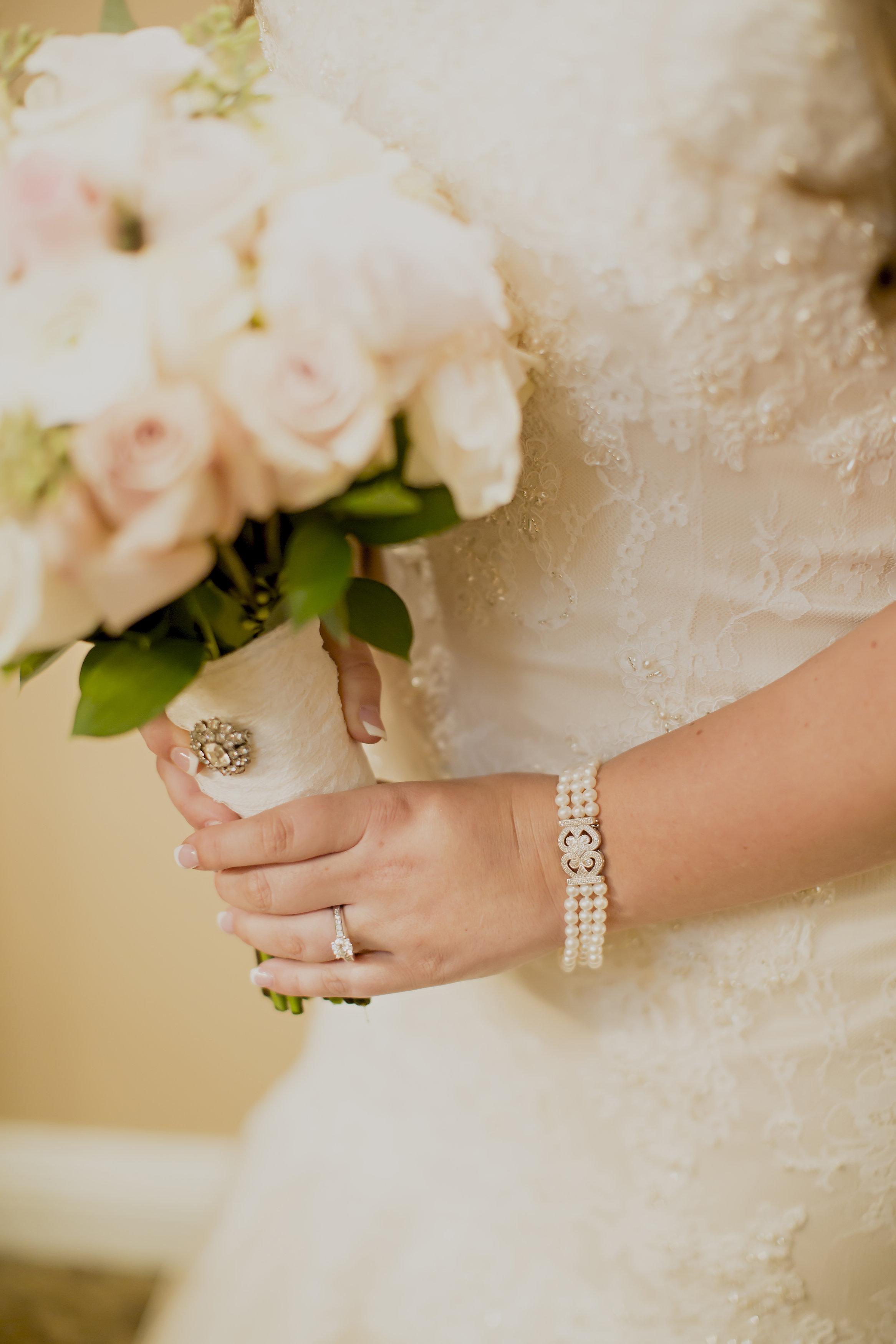 White and Blush Bride Bouquet | Temecula Private Estate Wedding | Michelle Garibay Events