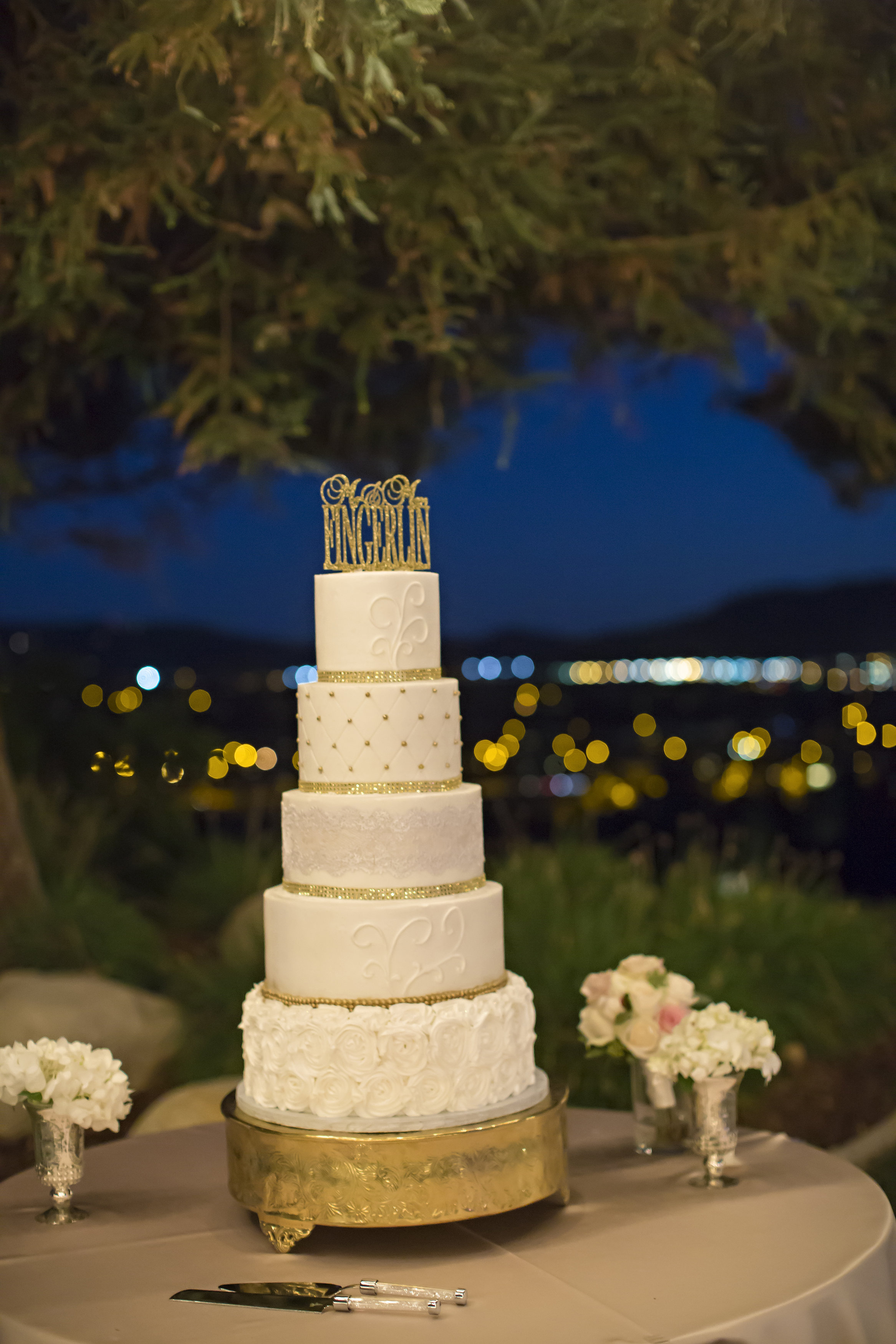 White and Gold Wedding Cake | Temecula Private Estate Wedding | Michelle Garibay Events
