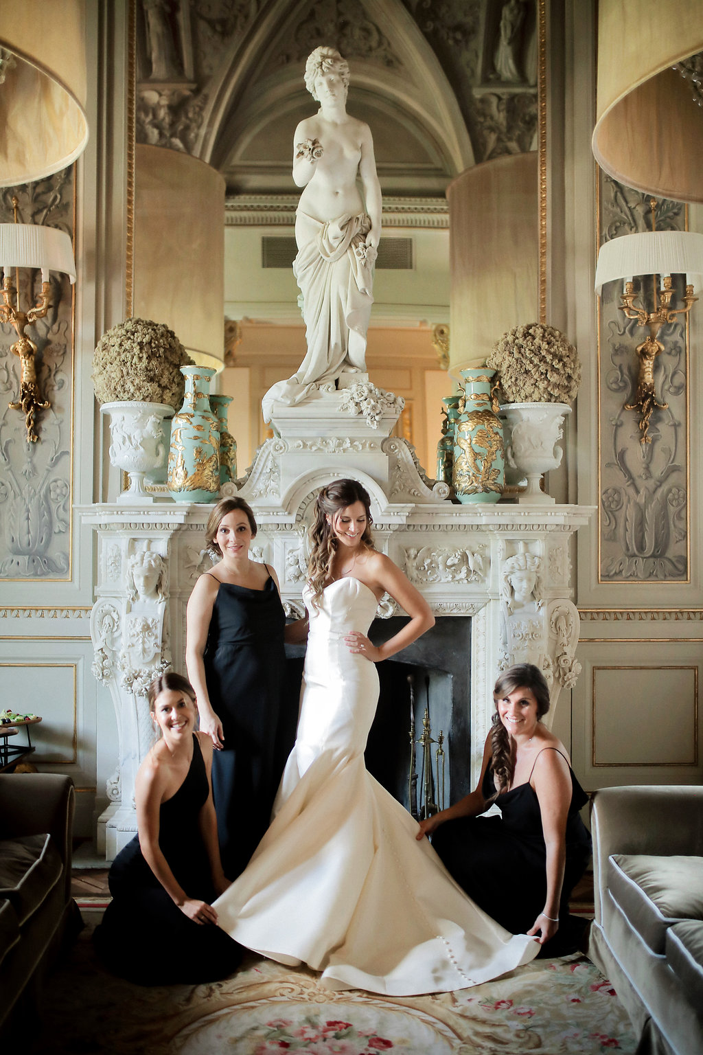 Michelle Garibay Events | Lara Emme Fotografie | Elegant Black, White and Gold Wedding | Villa Cora Florence Italy