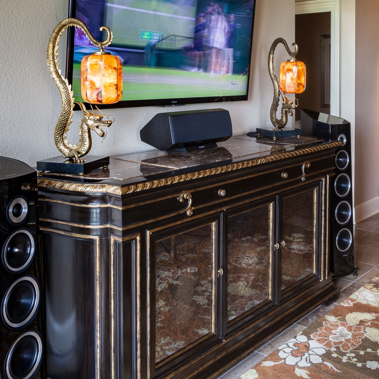 The Sonus Faber Veneres are beautiful with the grilles removed.