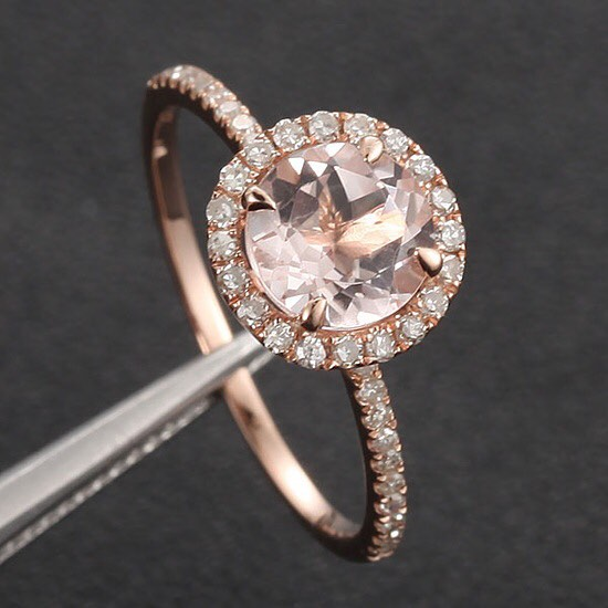 Isn't this darling? A #morganite ring in #rosegold
