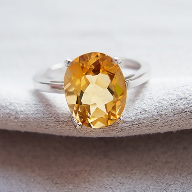 Sometimes when you see #yellow stones, they're a sort of dreary color... but this #citrine is pure and warm and perfect! It's just dripping with honey!