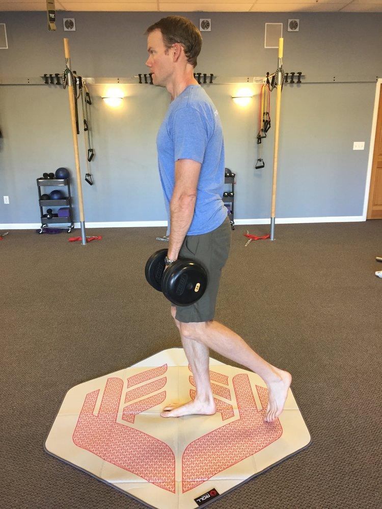 running-strength+training-single+leg+deadlift.jpeg