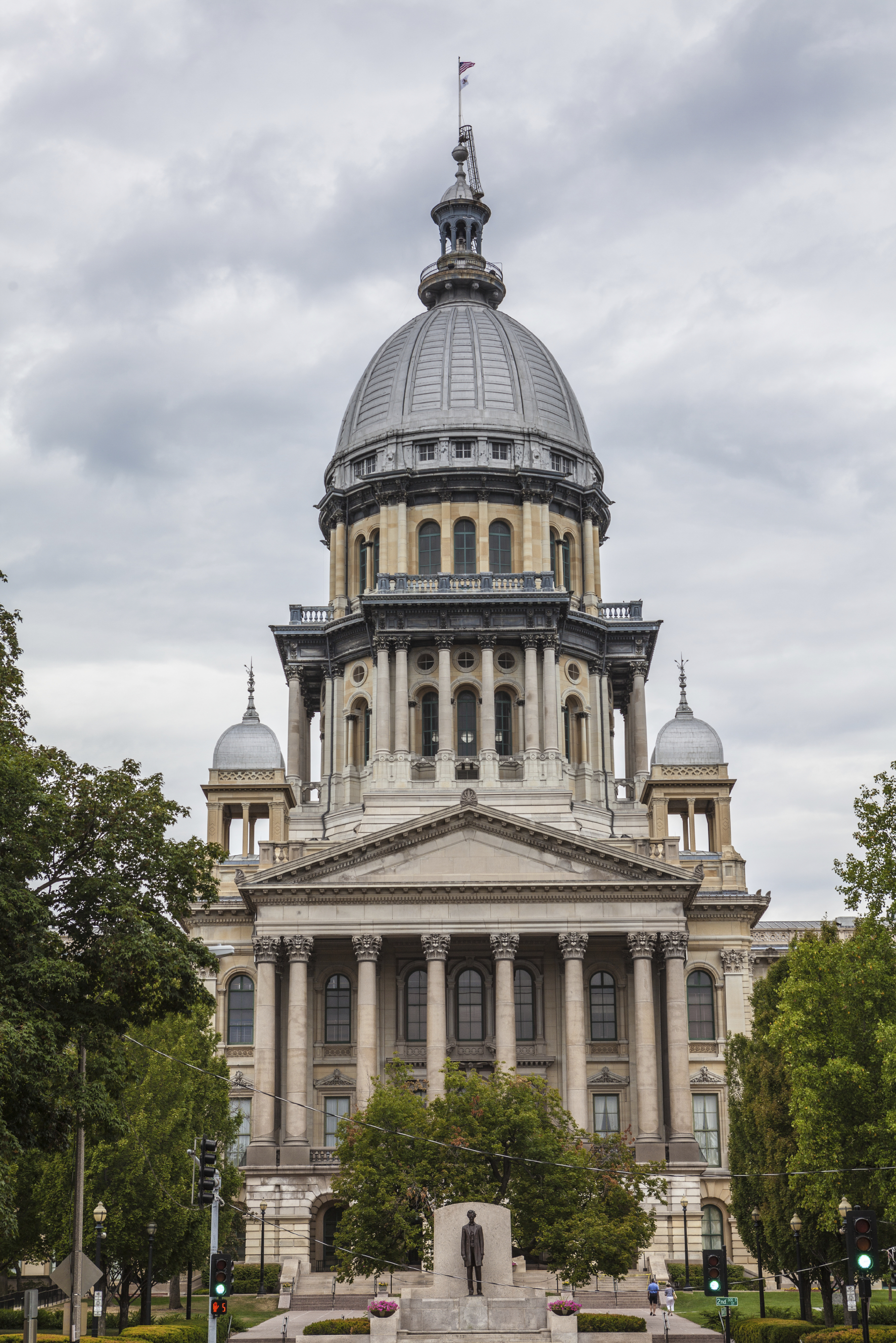http://www.istockphoto.com/photo/illinois-state-house-and-capitol-building-21414378