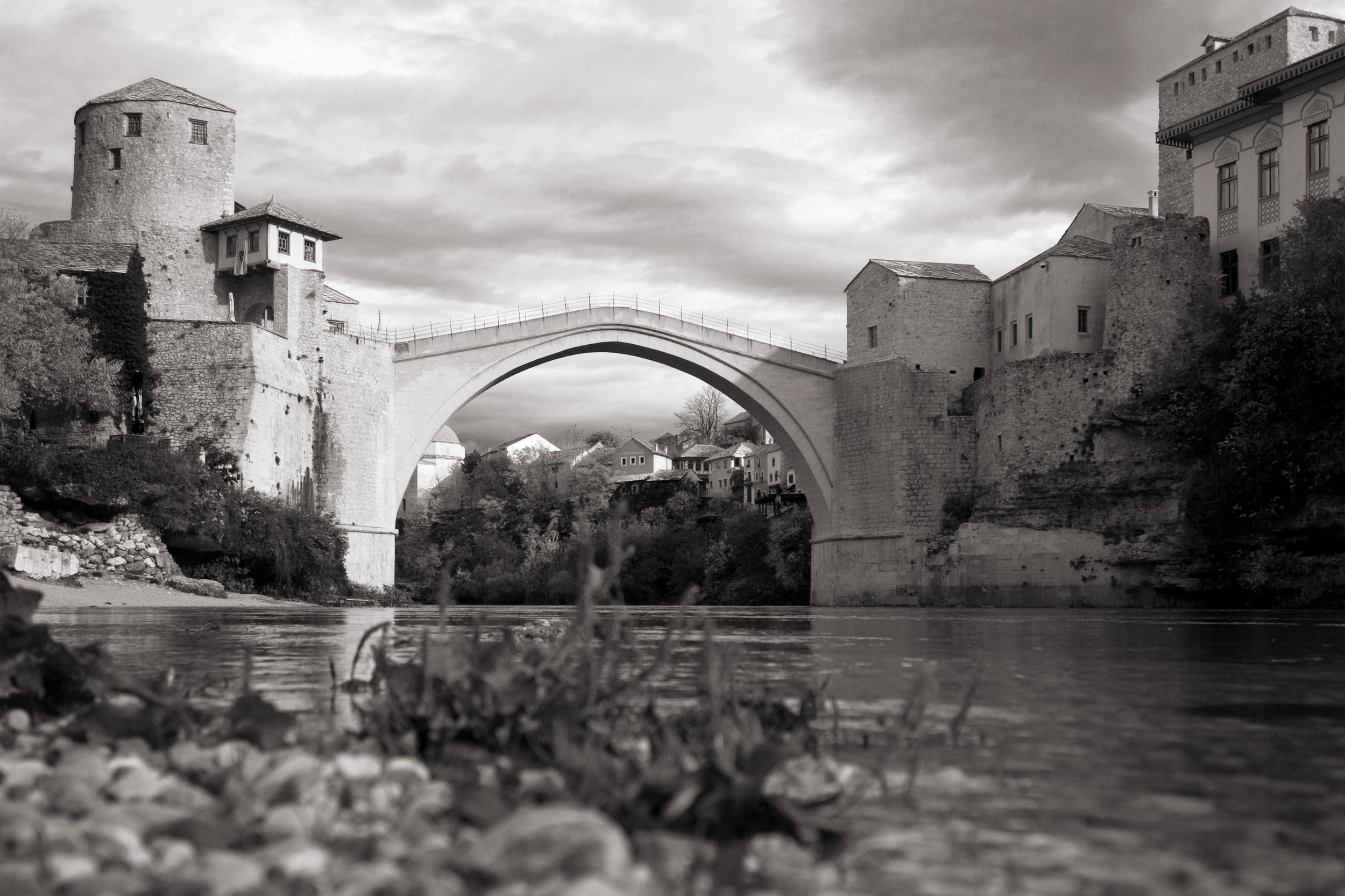 e2f_2043646_Mostar_Tag cop copy.jpg