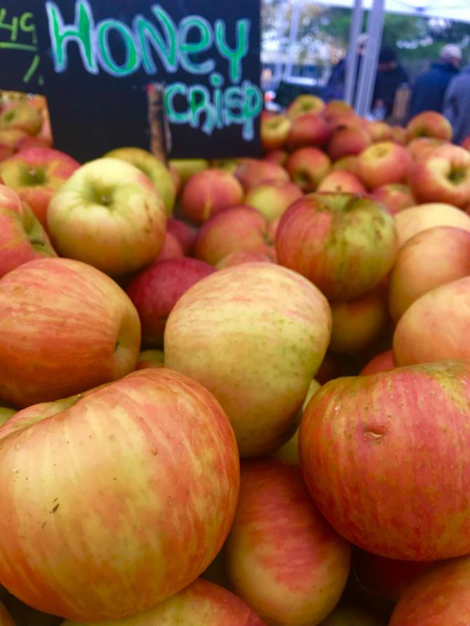 Honeycrisp apples.jpg