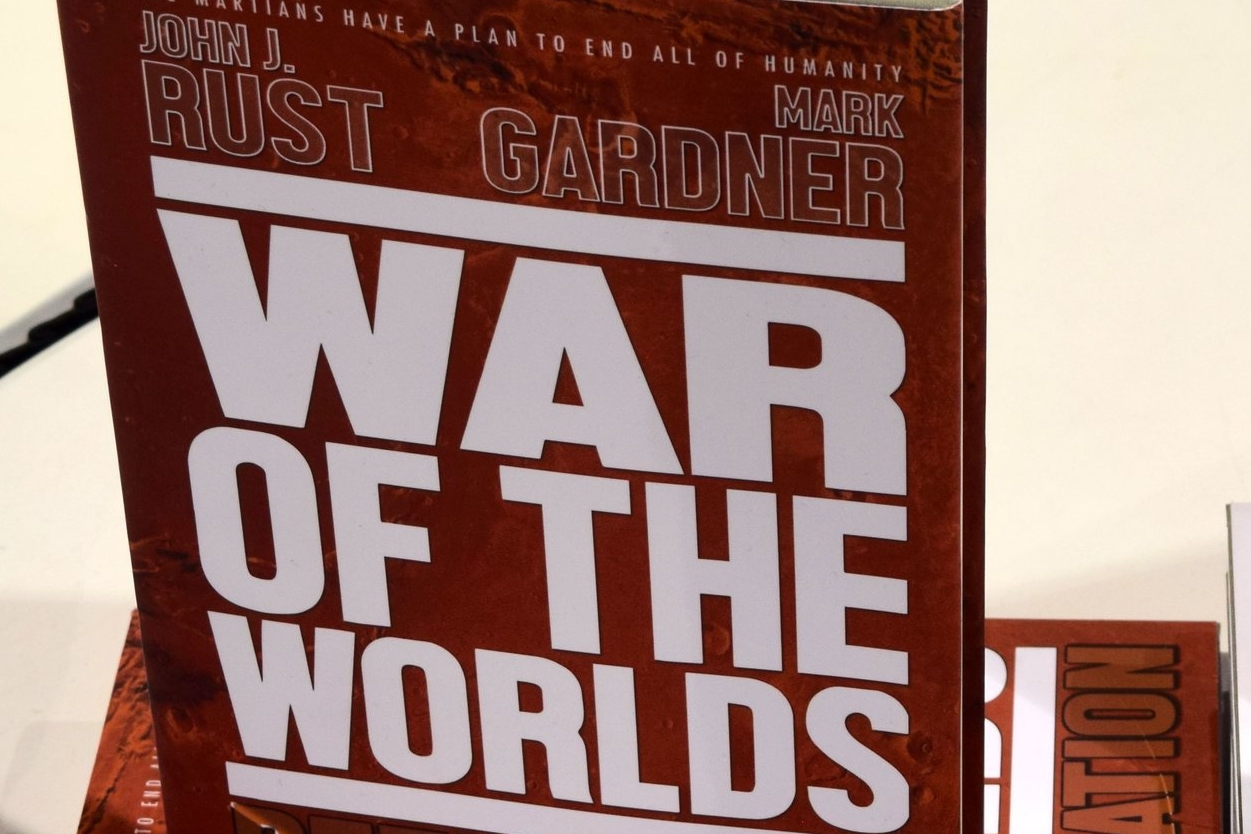 An Interview With Mark Gardner and John J. Rust of War Of The Worlds: Retaliation (Phoenix Comic Con 2017)   Written by Neil Greenaway