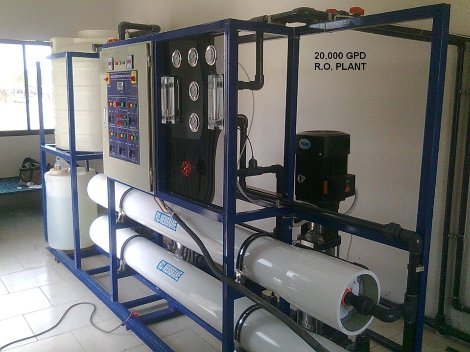 Reverse Osmosis Water Purification Machine with 40,000 person per day capacity.