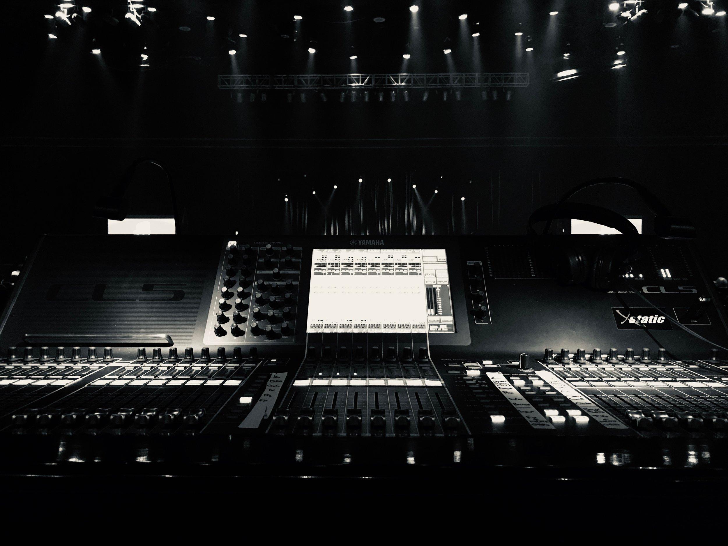 LIVE — Compton Audio | Robin Hawkins