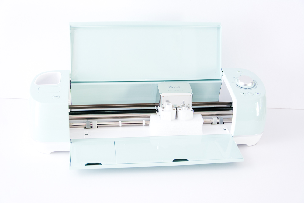 On my wish list! I really want one of these! The Cricut Explore Air 2 + Everything Starter Set | The Ultimate Machine for Any Crafter or Scrapbooker!