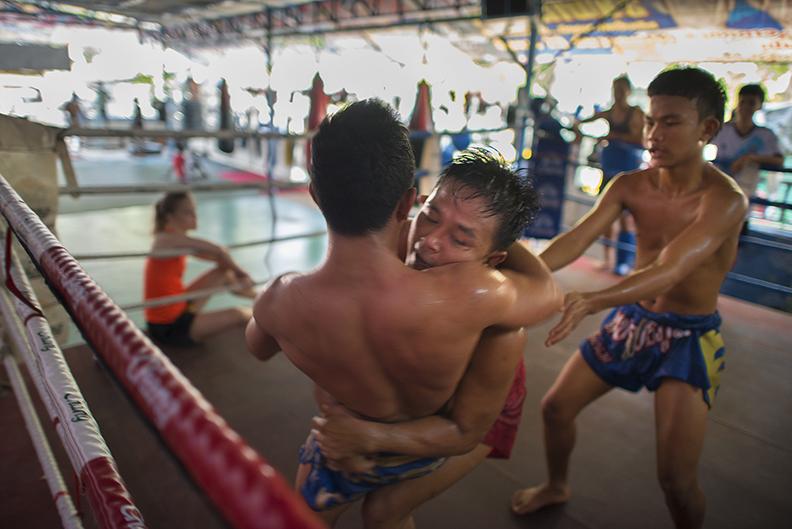 muay thai wrestling to ground.jpg