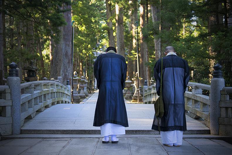 Monk Respect Okunoin (V).jpg