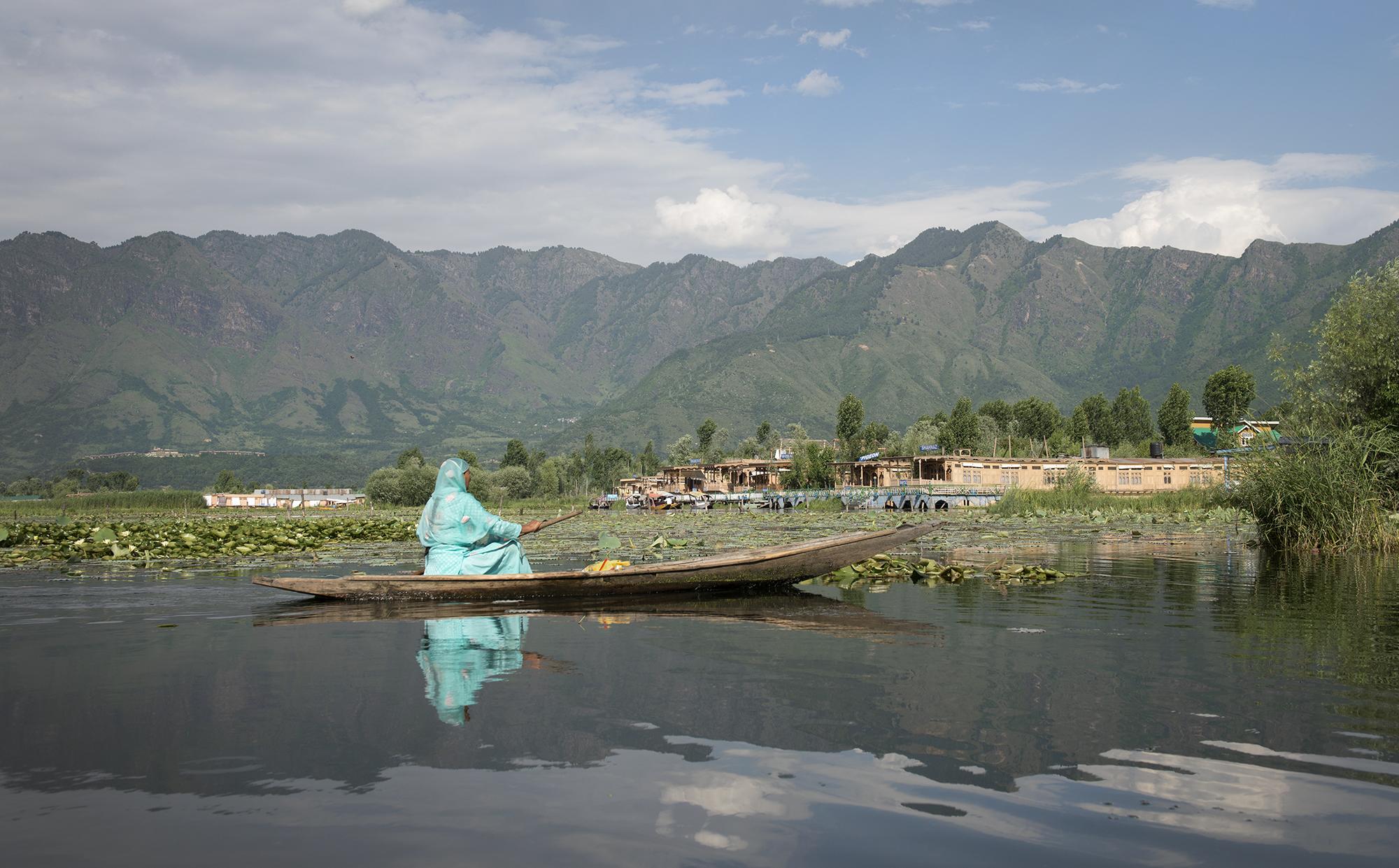 Kashmiri Boatress.jpg