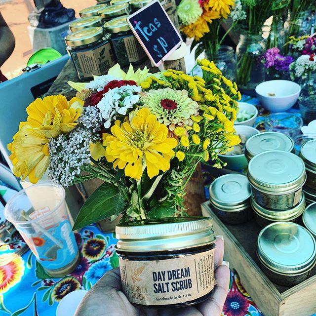 Ahora ya puedes probar nuestro nuevo e increíble DAY DREAM Salt Scrub 🎉💯 hecho con lavender y peppermint que cultivamos en nuestros dos diferentes jardines(Cardozo ec y Eastern hight school) 💯❤️✨✨