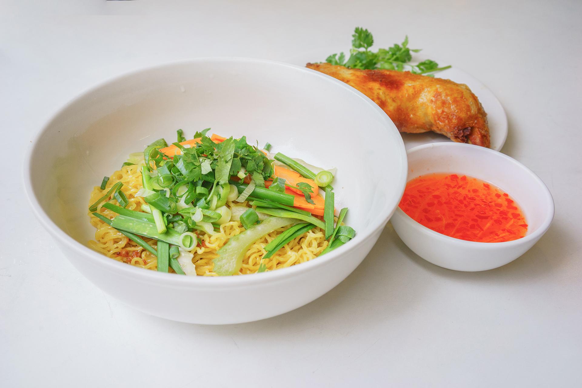 Crispy skin chicken egg noodle soup ~ mi ga da gion