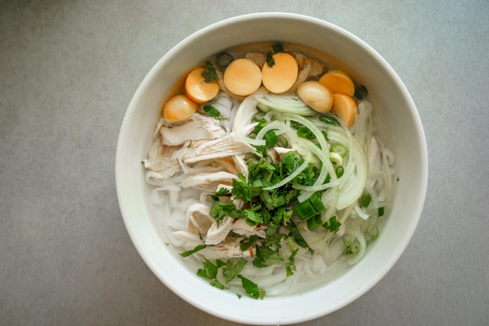 Special chicken rice noodle soup ~ pho ga dac biet